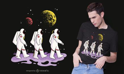 Diseño de camiseta de astronautas caminando.