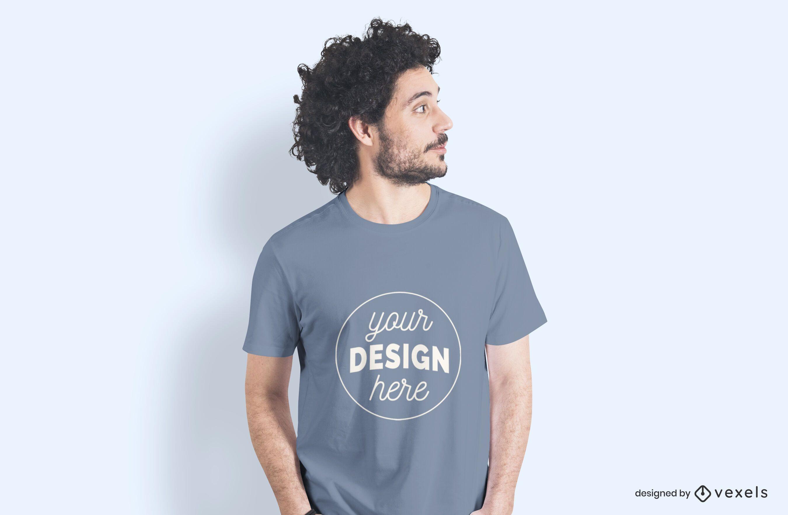 Maquete de camiseta lateral de modelo masculino