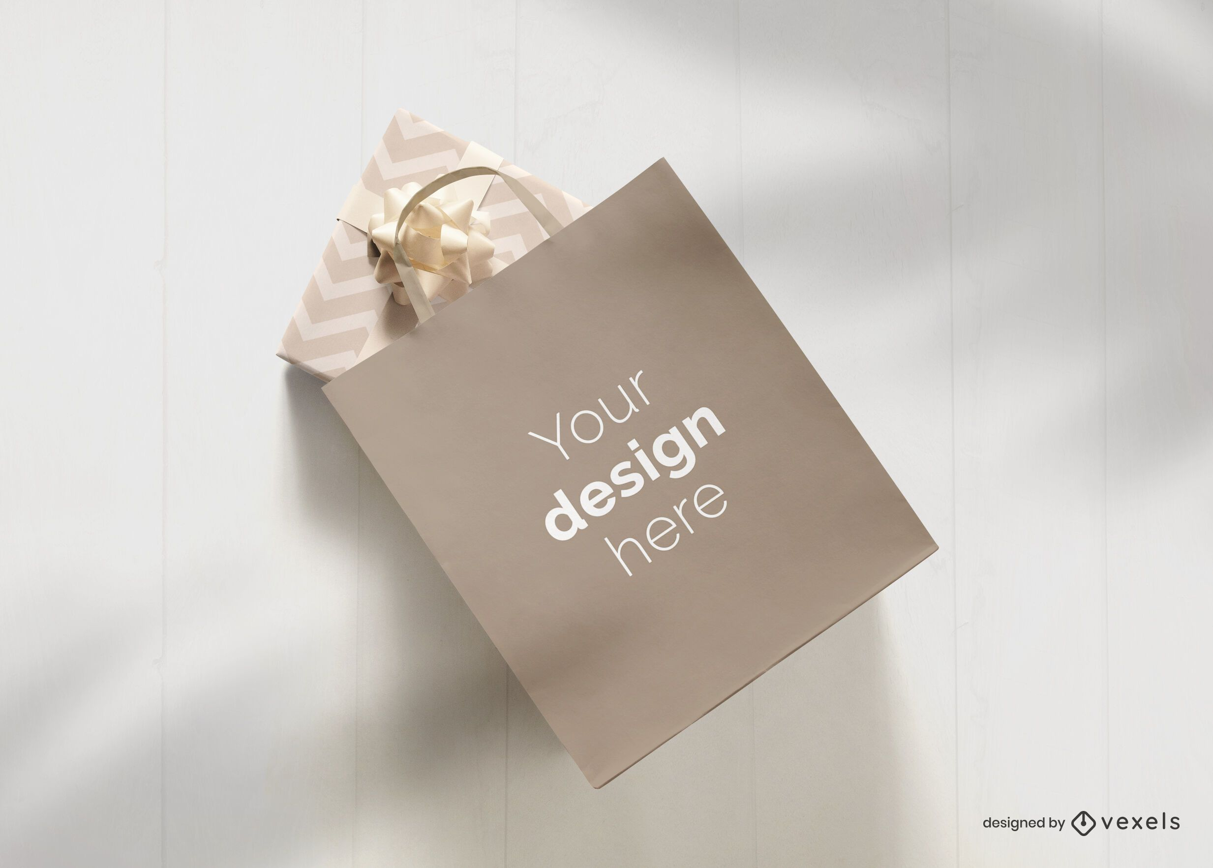 Bolsa de papel presente diseño de maqueta