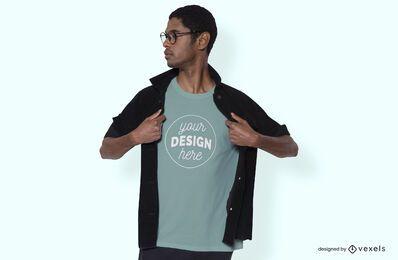 Hombre con diseño de maqueta de camiseta de chaqueta
