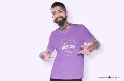 Diseño de maqueta de camiseta señalando modelo