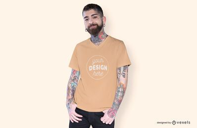 Homem com as mãos no bolso da maquete da camiseta