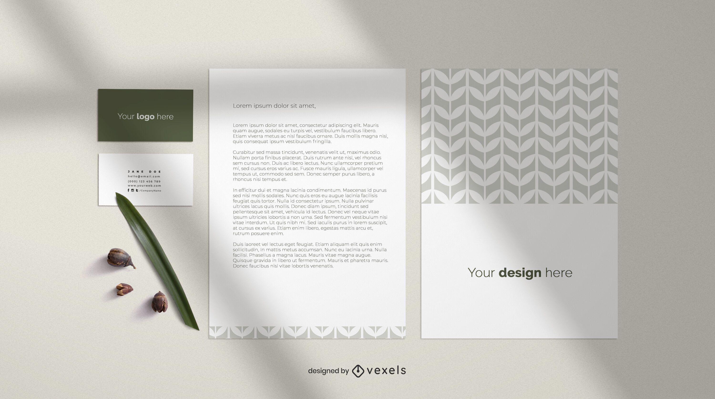 Composição de cartão de visita e maquete de folha