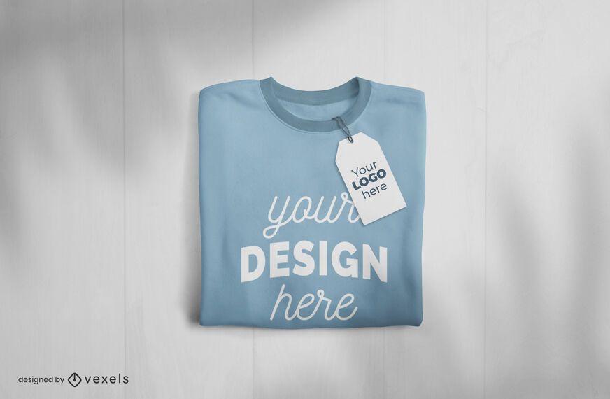 T-shirt dobrada e design de maquete de tag