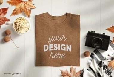 Design de maquete de camiseta dobrada de outono