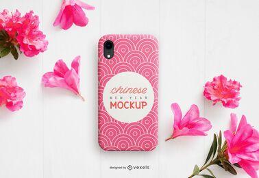 Composición de maqueta de flores de caja de teléfono chino