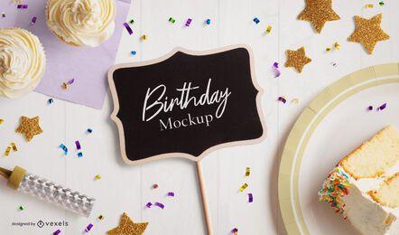 Composición de maqueta de mini pizarra de cumpleaños