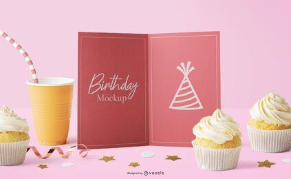 Composición de maqueta de muffins de tarjeta de cumpleaños