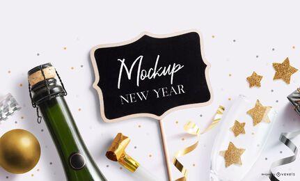 Composición de maqueta de mini pizarra de año nuevo