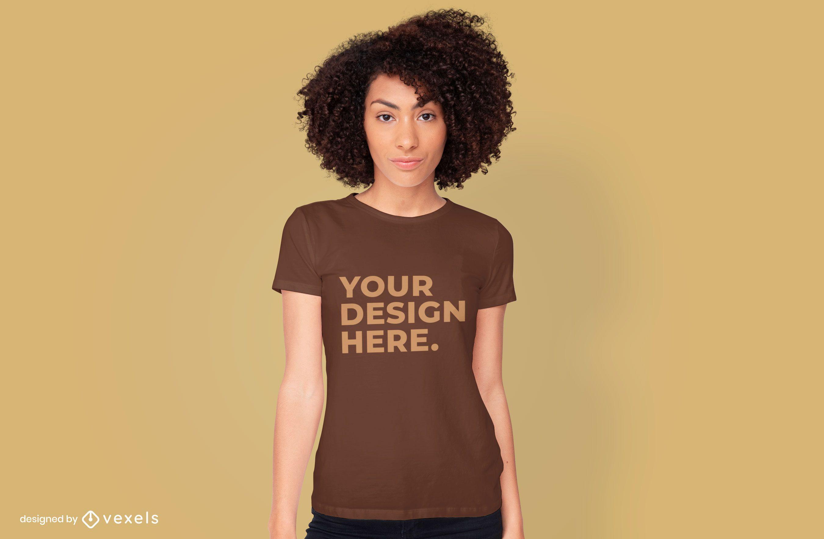 Maqueta de camiseta modelo femenina diseño psd