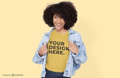 Modelo con diseño de maqueta de camiseta de chaqueta