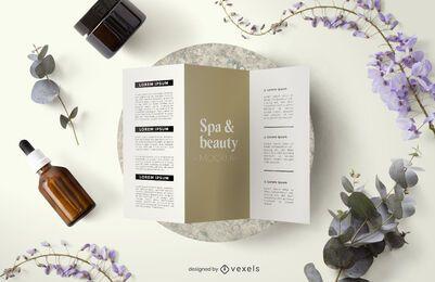 Composición de maqueta de folleto de belleza