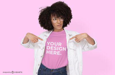 Gafas modelo femenino diseño de maqueta de camiseta.