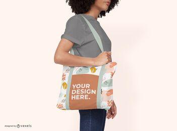 Design de maquete de modelo feminino de sacola
