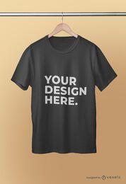 Diseño psd de maqueta de camiseta colgada