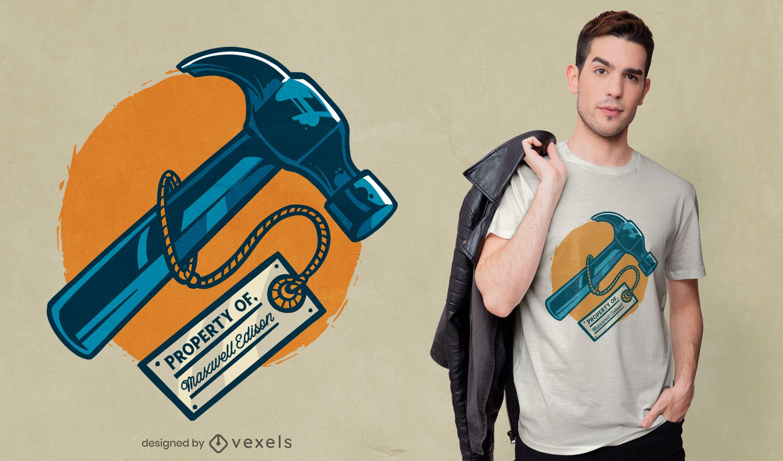 Diseño de camiseta con etiqueta de martillo