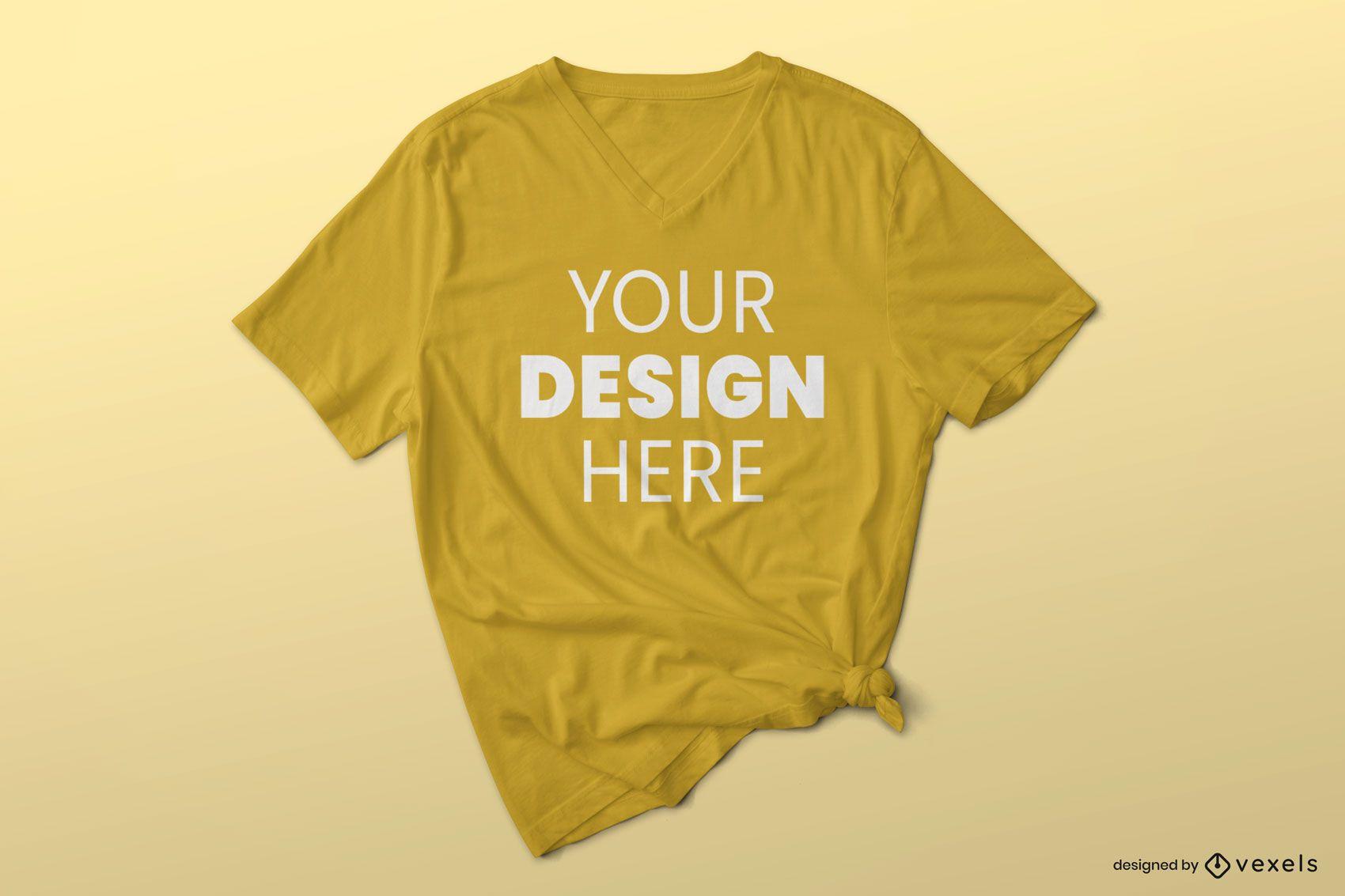 Faltiges T-Shirt-Modell mit V-Ausschnitt