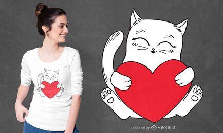 Gato segurando o desenho de uma camiseta com coração