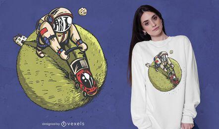 Design de camiseta de astronauta cortador de grama