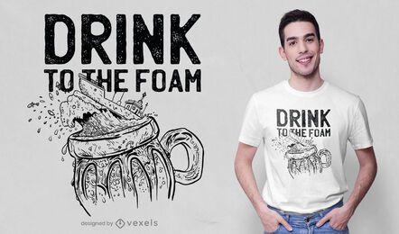 Design de t-shirt desenhada à mão para navio de cerveja