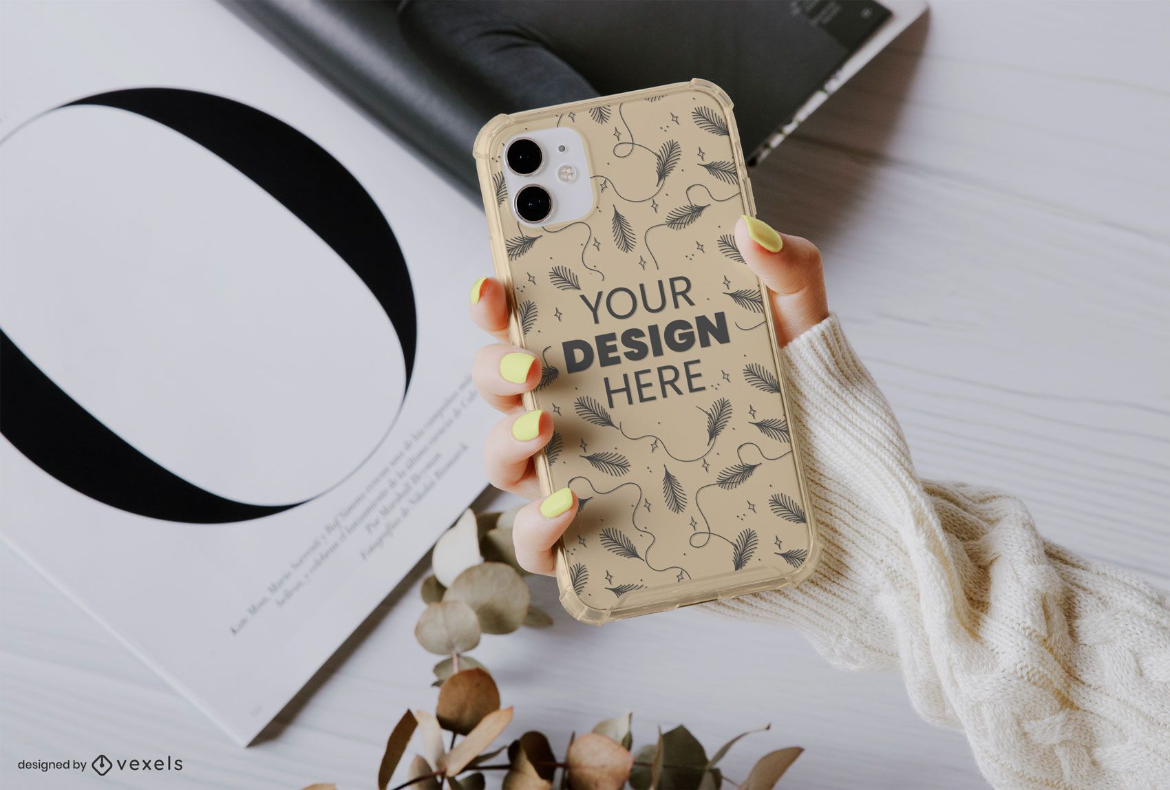 Mão segurando a composição da maquete da capa do telefone