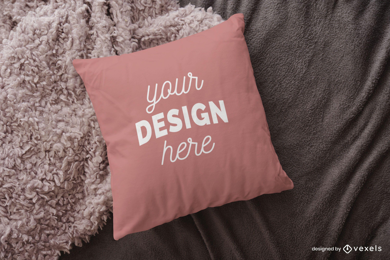 Diseño de maqueta de almohada sobre manta