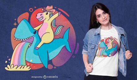 Diseño de camiseta de unicornio montando tiburones.