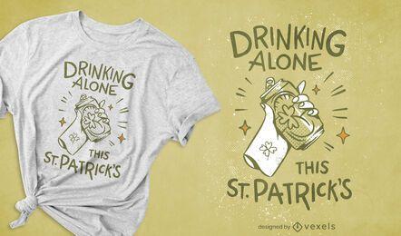 Design de camiseta bebendo sozinho