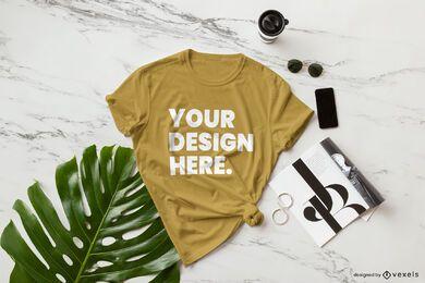 Composição de maquete de t-shirt em folha