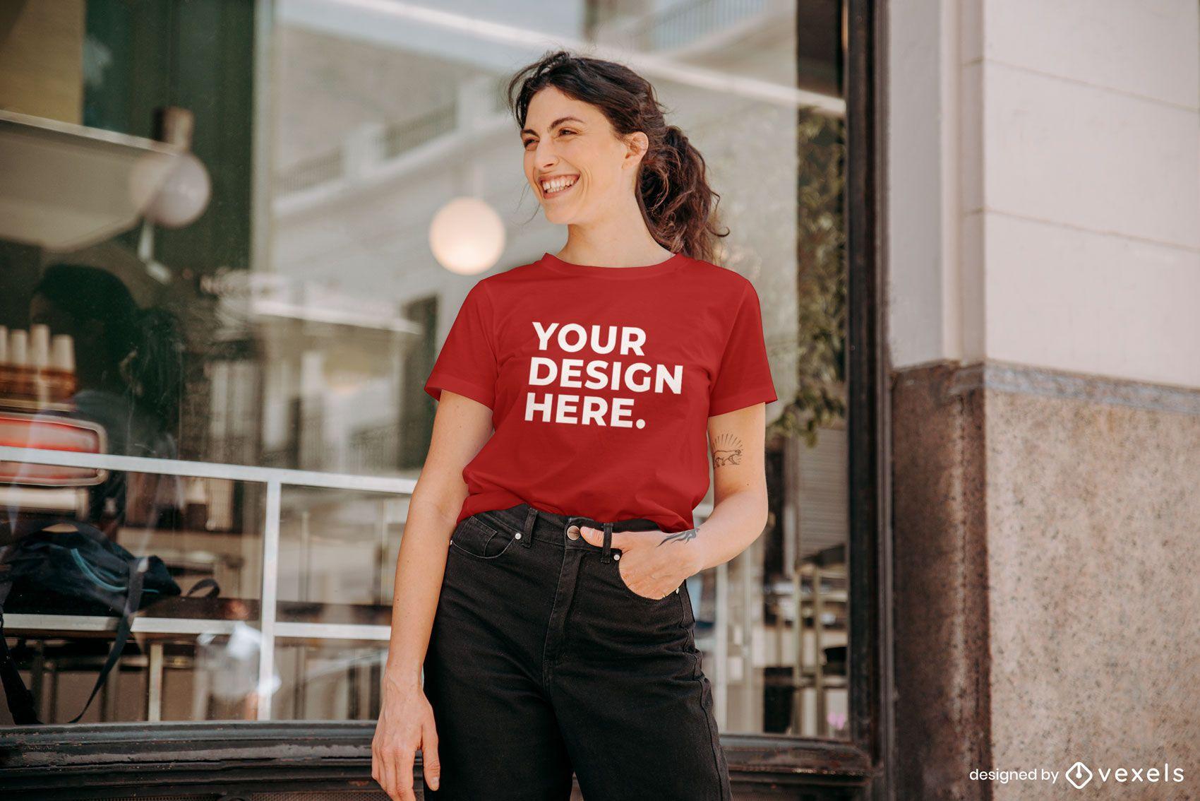 Maqueta de camiseta modelo café
