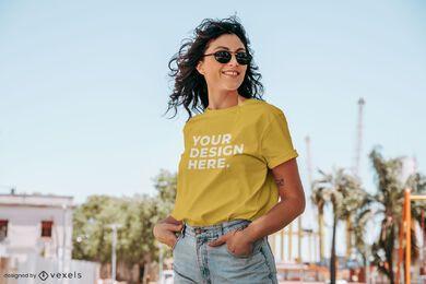 Maquete de camiseta de modelo de verão