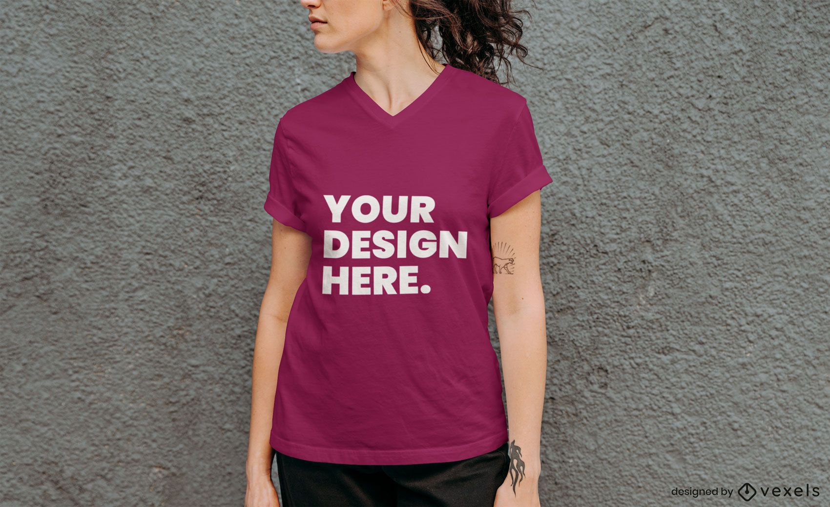 Maquete de camiseta de modelo de parede