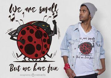 Diseño de camiseta de mariquitas bailando.