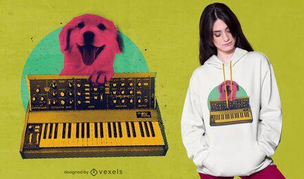 Cachorro brincando de design de camiseta de teclado