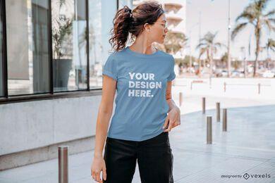 Maqueta de camiseta de modelo de perfil