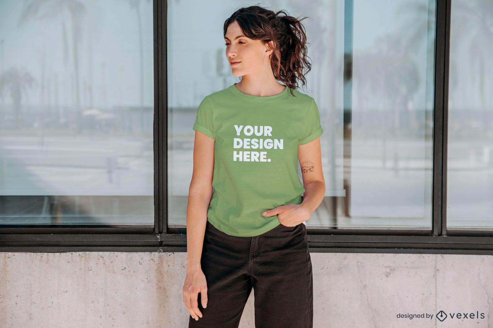 Composición de maqueta de camiseta modelo