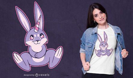 Design de camiseta com chifre de coelho e unicórnio