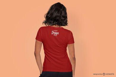 Maquete da camiseta do modelo de vista traseira