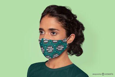 Modelo feminino usando maquete de máscara facial