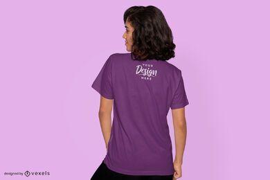 Maquete de camiseta feminina nas costas