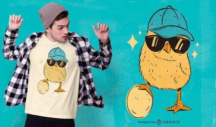 Diseño de camiseta de personaje de gafas de sol de pollito.