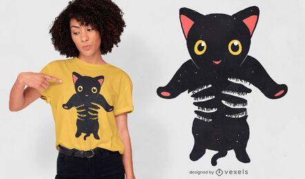 Design de camiseta para gatinho preto sendo segurado