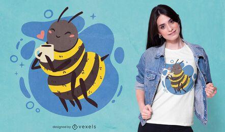 Diseño de camiseta de abeja feliz bebiendo café