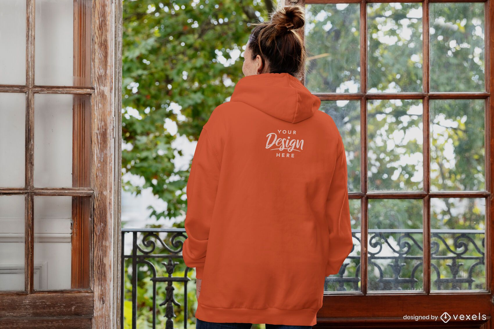 Maquete feminina de capuz com janela aberta ao contrário