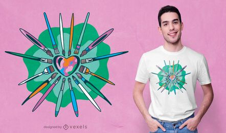 Artista cepilla diseño de camiseta en forma de corazón