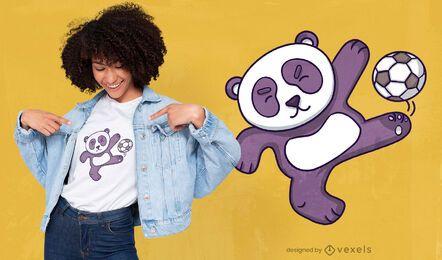 Diseño de camiseta de panda jugando al fútbol.