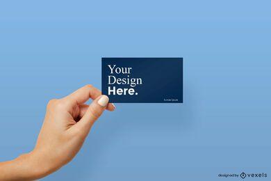 Mano izquierda sosteniendo maqueta de tarjeta de visita