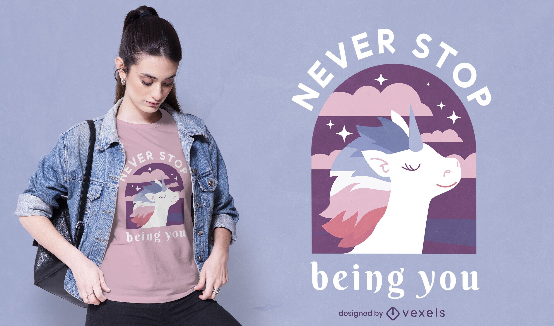Design de camiseta feliz unicórnio para o mês do orgulho