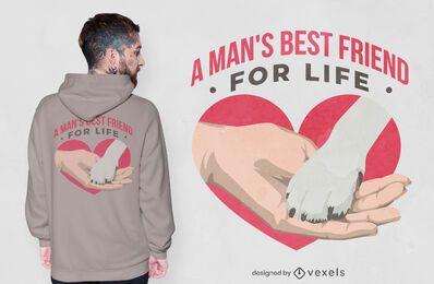 Mão segurando o desenho da t-shirt dos amigos da pata do cachorro