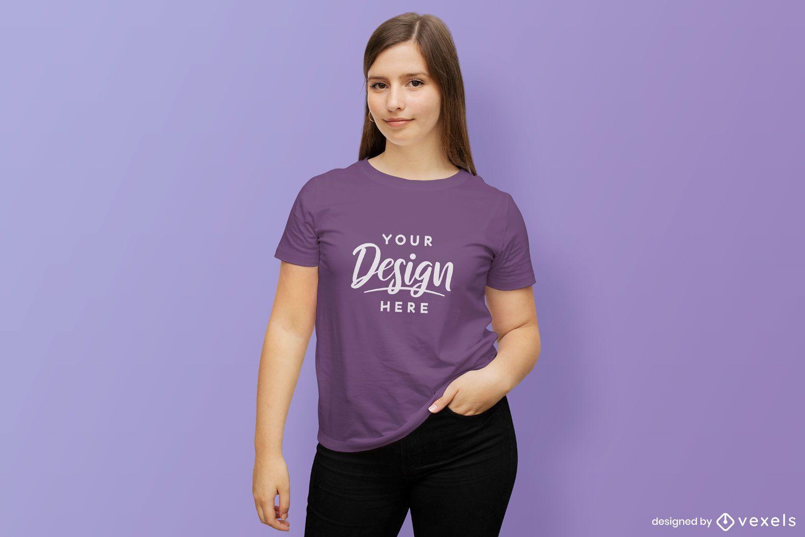 Maquete de camiseta de menina de cabelos compridos